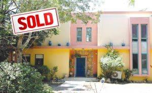 הבית הצבעוני נמכר