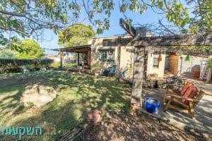 """למכירה בית מפלס אחד, 5 חדרים, מגרש חצי דונם -בנוי 147 מ""""ר במושב הבונים - גב השקעות"""