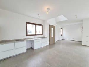 למכירה מיידי - דו משפחתי חדש בנייה פרטית (לא גרו בנכס), 250 מר - כולל 2 יחידות הורים, בעתלית - גב השקעות. (5)