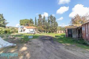 למכירה נחלה - 30 דונם, 3 דונם משבצת מגורים, זכויות בנייה ל3 וילות, 4 צימרים, בריכה ומ ( (5)