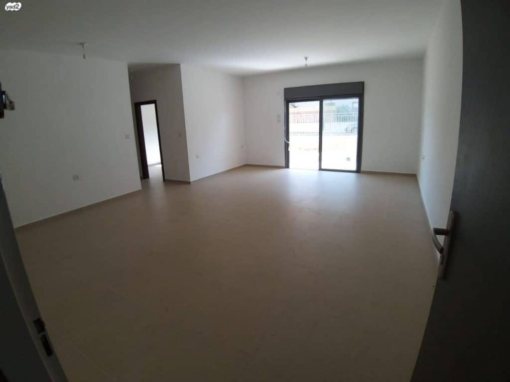 תמונה ראשית להשכרה - דירת גן חדשה(לא גרו בנכס) 230 מ
